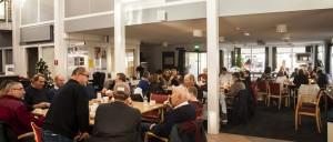 Gezamenlijk eten vrijwilligers Hof van Blom
